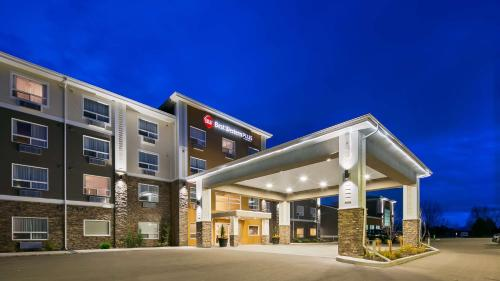 Best Western Plus Lacombe Inn and Suites - Hotel - Lacombe