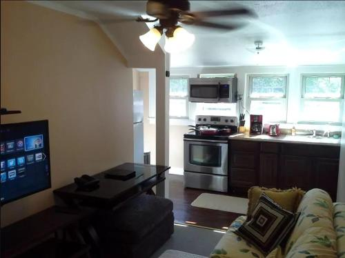 JARVIS West Blvd 3BD Suites B By Edgewater Park And Downtown