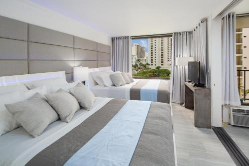 Waikiki Banyan Modern One Bedroom Free Parking - Honolulu, HI 96815