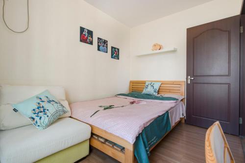 Joy City Deluxe Two-bedroom Apartment photo 9