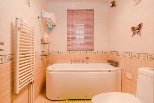 Joy City Deluxe Two-bedroom Apartment photo 12