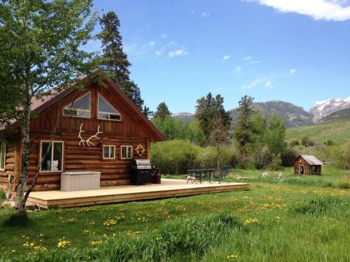 Grandpa's Cabin - Gardiner, MT 59030