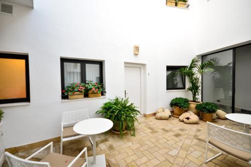 Calle Mariana de Pineda, 18, 41004 Sevilla, Spain.