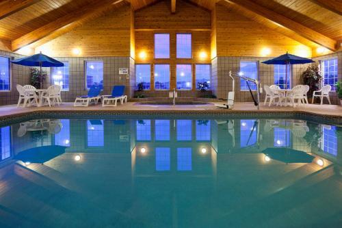 Paynesville Inn & Suites - Paynesville, MN 56362