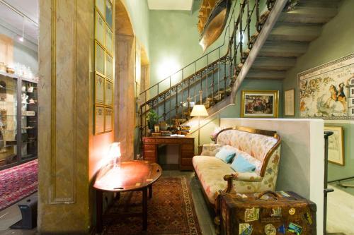 Lady Hamilton Apartments photo 50