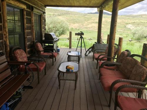 Schoolhouse Cabin - Gardiner, MT 59030
