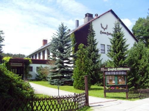 . Naturparkhotel Haus Hubertus