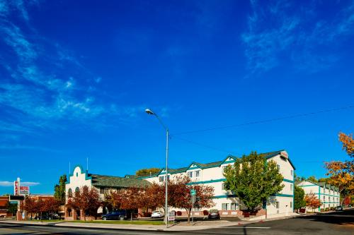 . Carson City Plaza Hotel