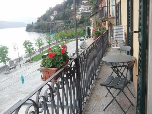 . Piazzetta Lago