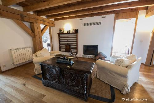 Five-Bedroom House Azpikoetxea 4