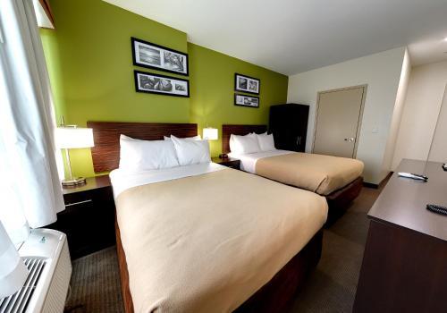 Hillside Hotel - image 4