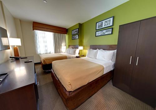Hillside Hotel - image 5