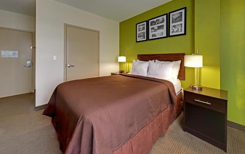 Hillside Hotel - image 7
