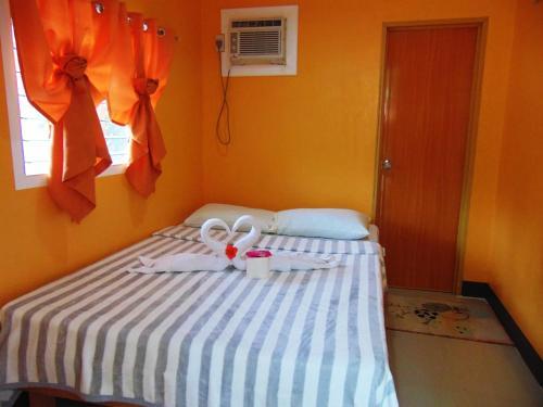 picture 2 of Stefanie Grace Paradise Inn