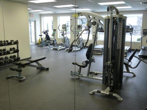 Carriage House Hotel and Conference Centre - Calgary, AB T2H 0M4