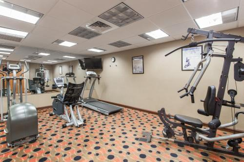 Days Inn & Suites by Wyndham Fort Pierce I-95 - Fort Pierce, FL 34945