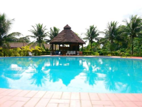 Cesar\'s Tropical Hotel