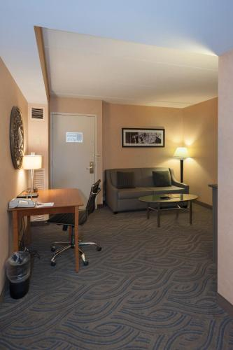 Crowne Plaza Suites MSP Airport - Mall of America, an IHG hotel - Hotel - Bloomington