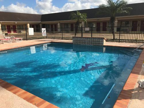 . Los Fresnos Inn and Suites