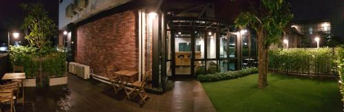 Wayha Hostel Don Mueang Airport photo 12