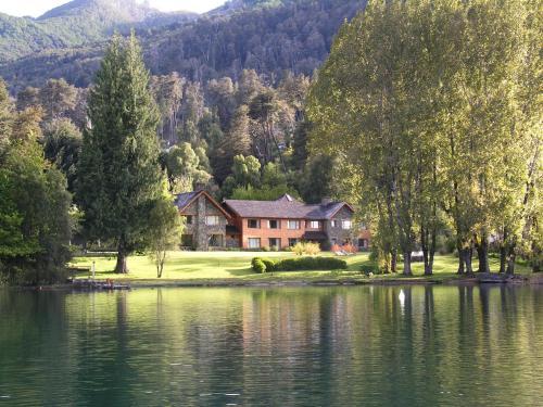 La Escondida Casa De Huespedes&Spa - Accommodation - Villa La Angostura