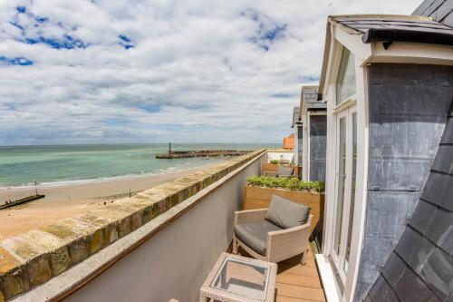 16 Marine Drive, Margate CT9 1DS, England.