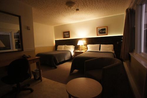 Silverwood Inn & Suites, York