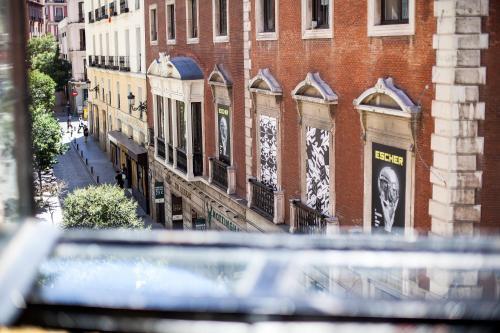 Plaza Celenque, 3, 28013 Madrid, Spain.