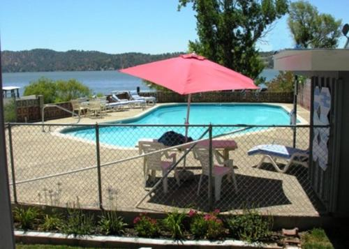 Baldwin's Retreat - Clearlake Oaks, CA 95423