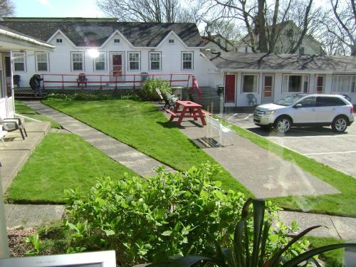 Lakelawn B&B and Motel - Yarmouth, NS B5A 1K2