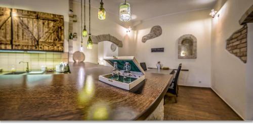 Wine Cellar Boutique Apartment, Pension in Budapest bei Pilisborosjenő