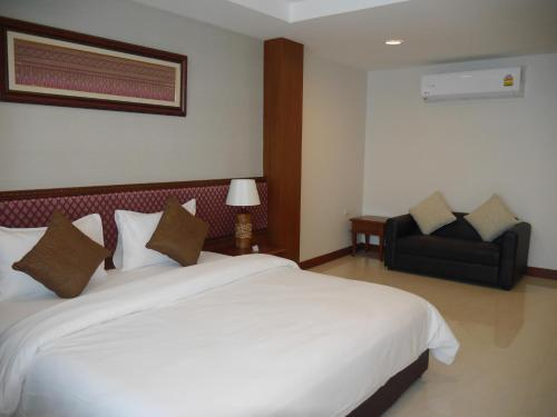 True Siam Rangnam Hotel photo 71
