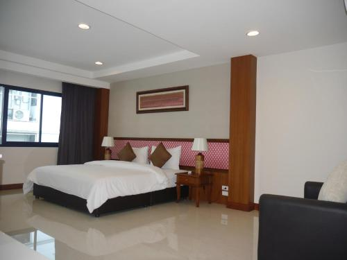 True Siam Rangnam Hotel photo 72