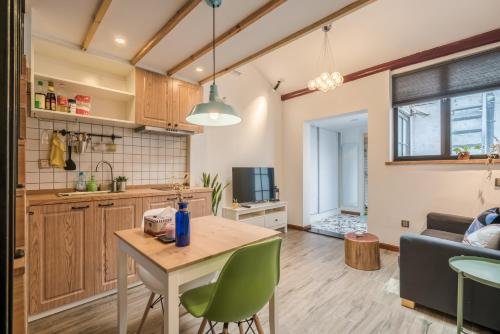 Living In Local Apartment Best Location 1262