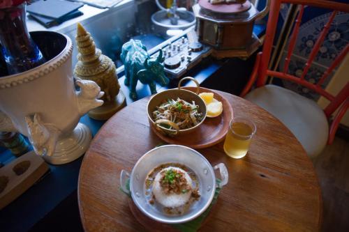 Glur Bangkok Hostel & Coffee Bar photo 35