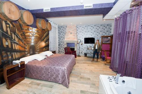 Junior Suite - single occupancy Hotel SPA Bodega El Lagar de Isilla 1