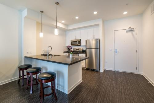 Downtown Juno Apartment - Los Angeles, CA 90017