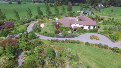 The Summit Lodge - Accommodation - Gladstone
