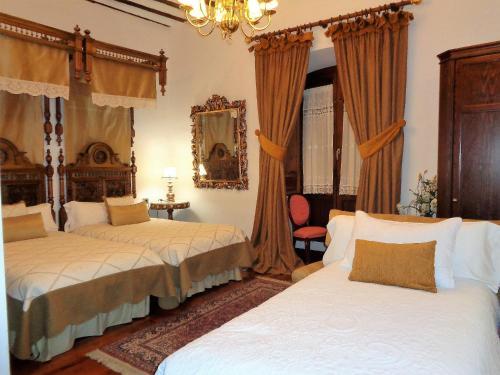 Habitación Doble con cama supletoria  Hotel Boutique Nueve Leyendas 34