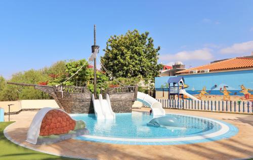 Londres, 15, Adeje 38660, Tenerife, Spain.