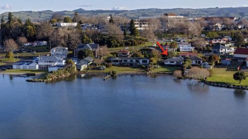 Lakefront Rotorua House in Town - Accommodation - Rotorua