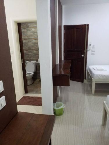 BC Guesthouse Si Phraya photo 16