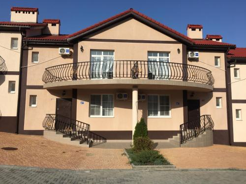 . Hotel Chernomorsky Complex of Townhouse
