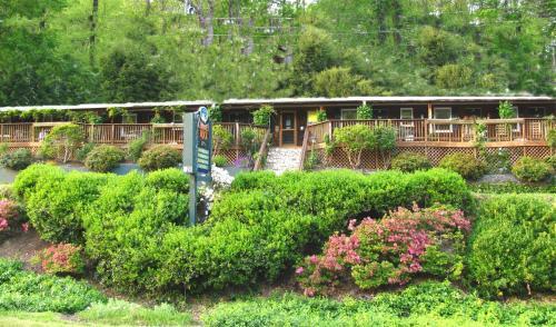 . The Chimney Rock Inn & Cottages