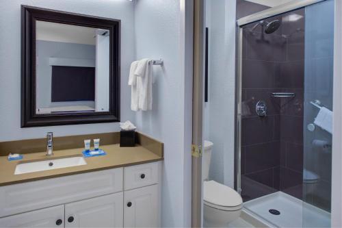 ADA 1 Bedroom 1 Queen with Tub