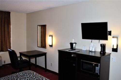 Days Inn By Wyndham Glasgow - Glasgow, KY 42141