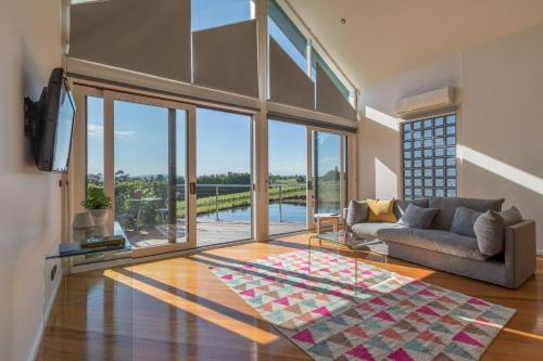 The Yarra One-Bedroom Apartment with Balcony