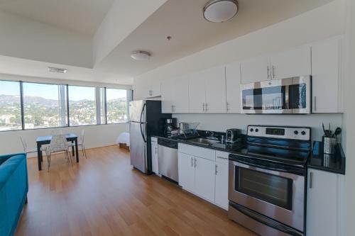 Bella Vista Apartment - Los Angeles, CA 90028