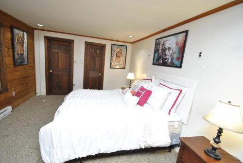 Grand Summit Lodge Home - East Stroudsburg, PA 18301