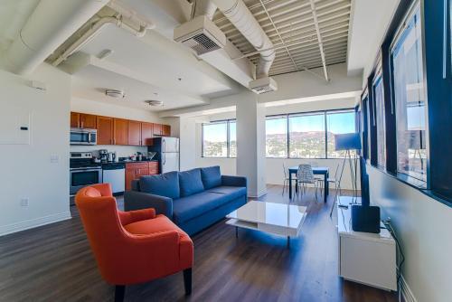 Hollywood Phoenix Apartment - Los Angeles, CA 90028